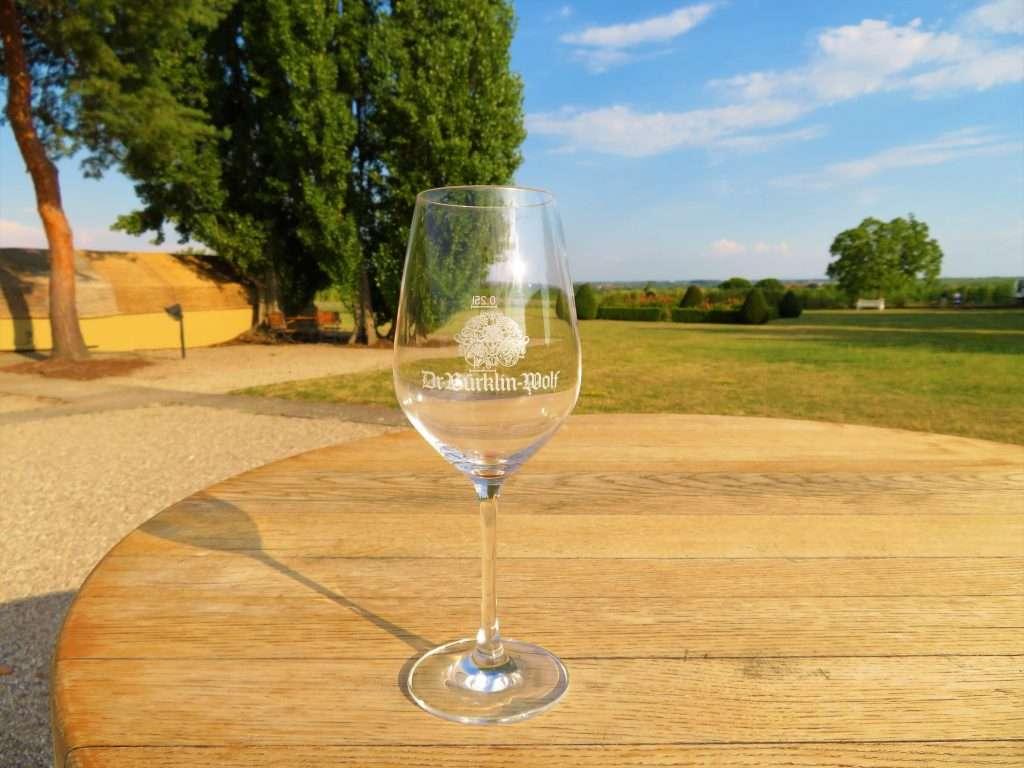 Eine Oase der Ruhe und zum Genießen - zu Gast in der Vinothek von Dr. Bürklin-Wolf